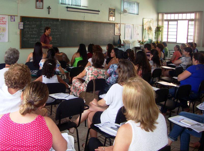 Paróquia de Sarandi promove encontro de formação de catequistas
