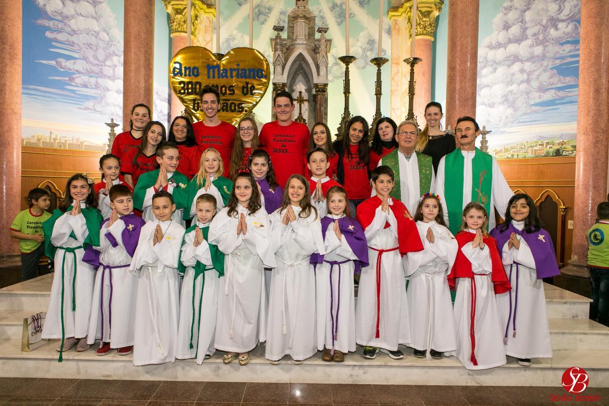 Guaporé: paróquia realiza formatura de coroinhas