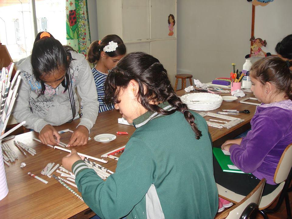 Organização, concentração e disciplina na oficina de Artesanato