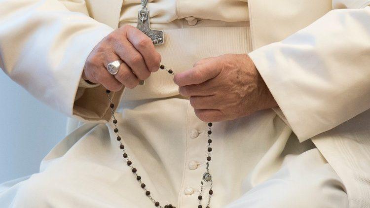 Papa Francisco propõe intensificar a oração do Terço no mês de maio