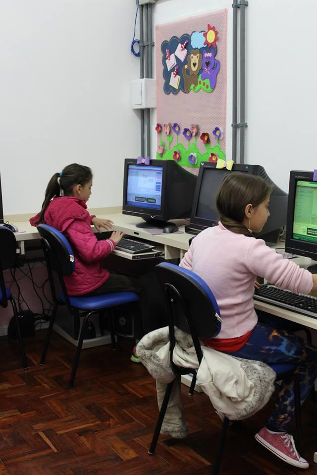 Nova sala de informática oferece conforto e qualidade no atendimento