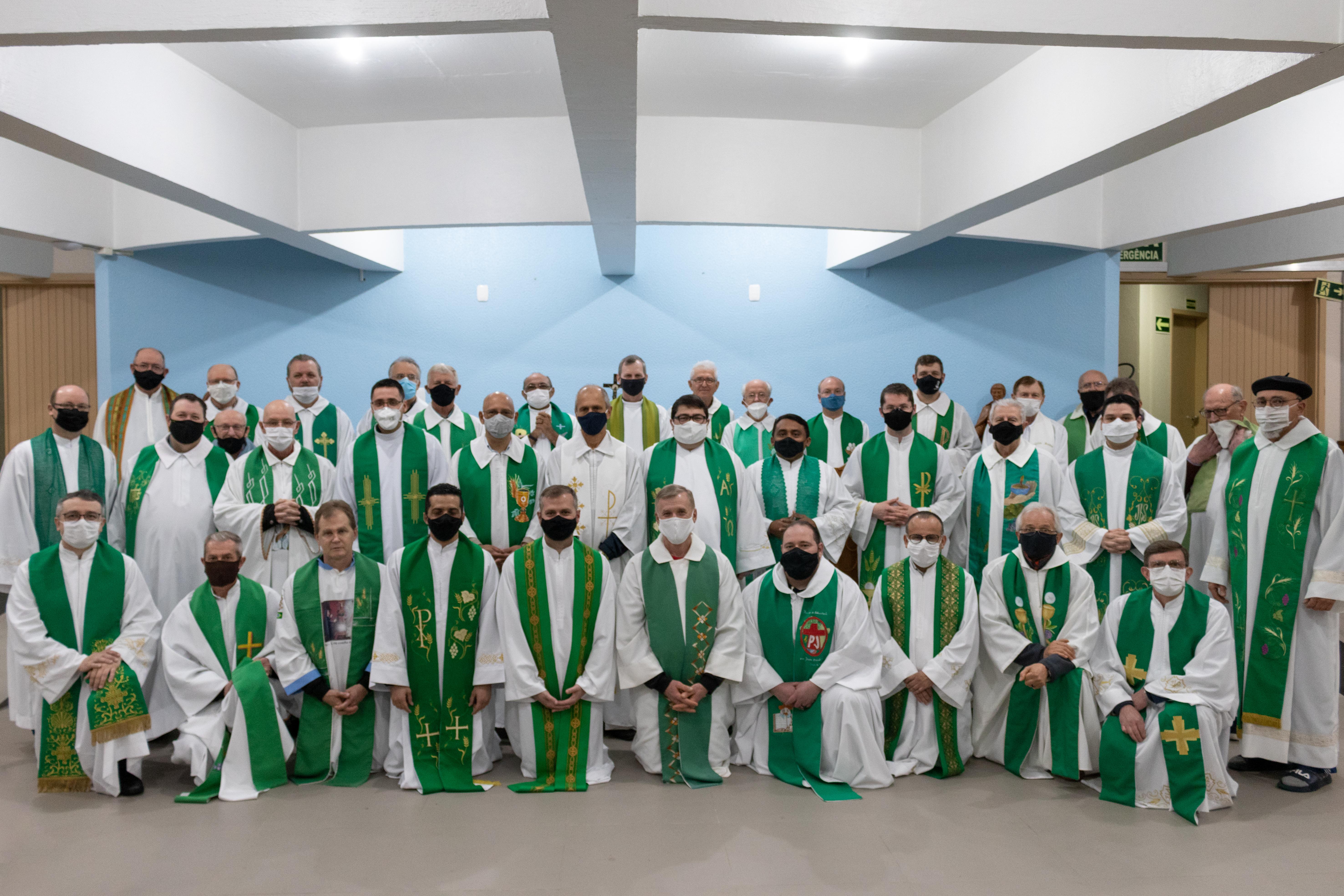 Padres da Arquidiocese de reúnem em retiro