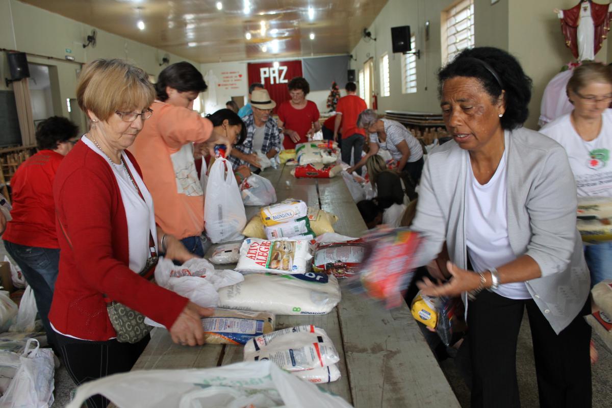 Cáritas Arquidiocesana inicia distribuição de alimentos do Natal Vermelho