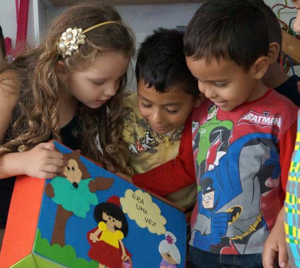 Maleta viajante incentiva leitura em crianças da Leão XIII