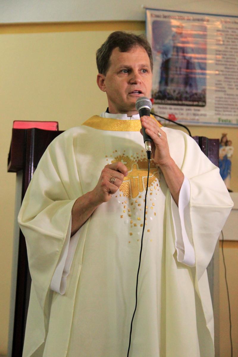 Padre Osmar Burille toma posse em Pulador e Vila Oeste